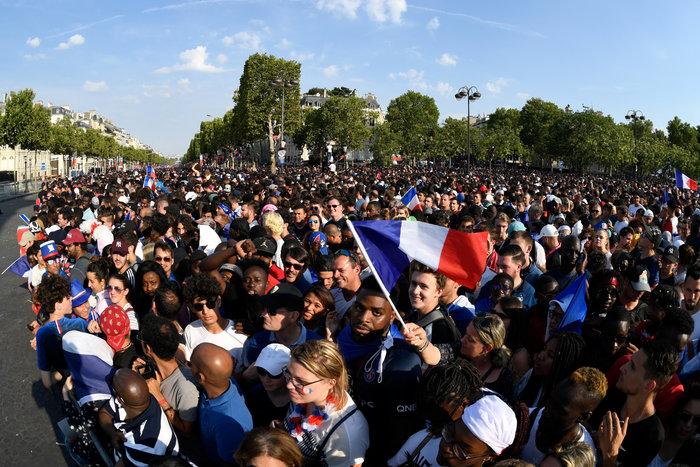 Το Παρίσι υποκλίθηκε! Το πάρτι των θριαμβευτών του Μουντιάλ - εικόνα 3