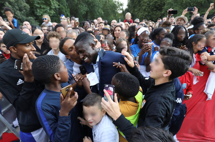 Το Παρίσι υποκλίθηκε! Το πάρτι των θριαμβευτών του Μουντιάλ