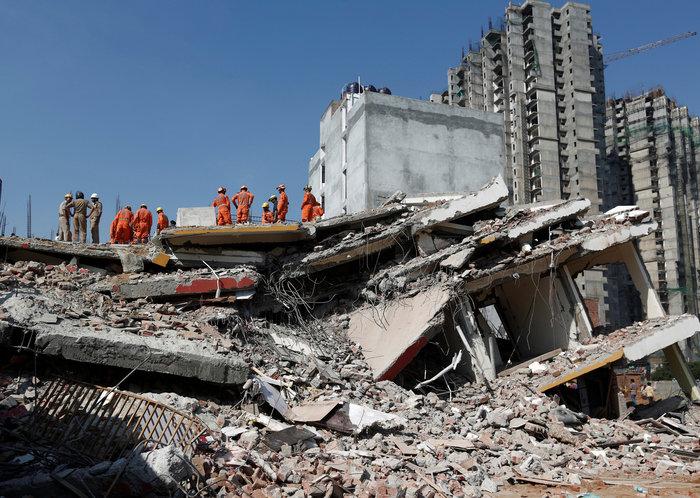 Ινδία: Εξαώροφη πολυκατοικία κατέρρευσε κοντά στο Δελχί - εικόνα 5
