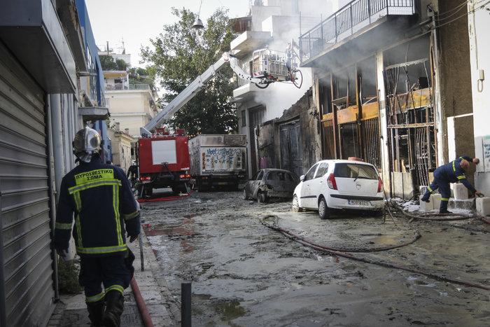 Υπό μερικό έλεγχο η πυρκαγιά στη βιοτεχνία με κεριά - εικόνα 3