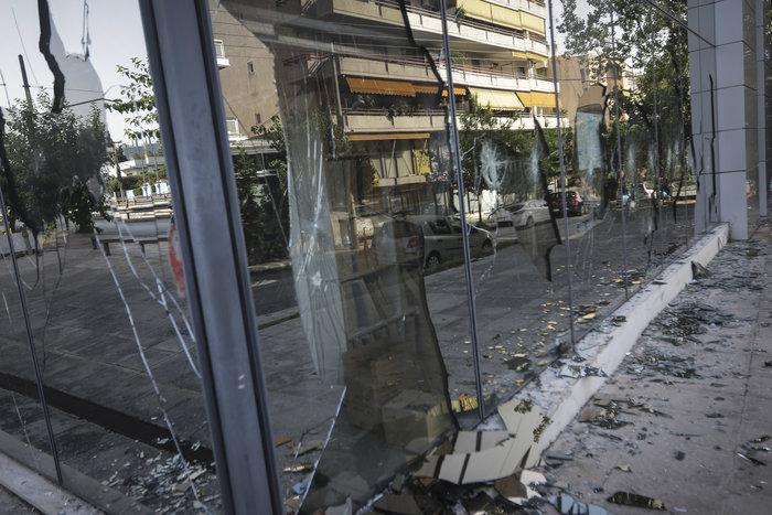 Εικόνες καταστροφής στη ΔΟΥ Ψυχικού μετά την επίθεση «Ρουβίκωνα»