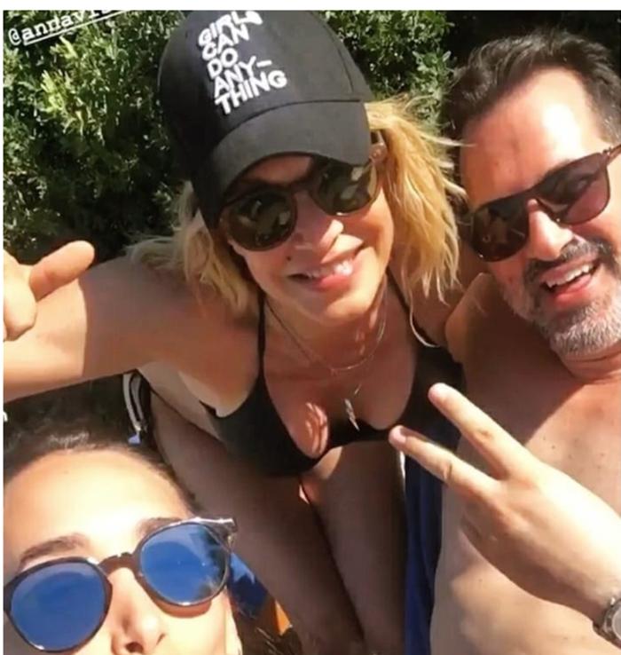 Άννα Βίσση: H εντυπωσιακή selfie της με μπικίνι στη Ζάκυνθο