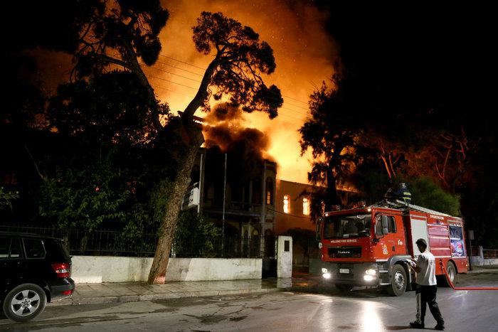 Κάηκε ολοσχερώς το κτίριο του Πολεμικού Μουσείου Χανίων - εικόνα 3