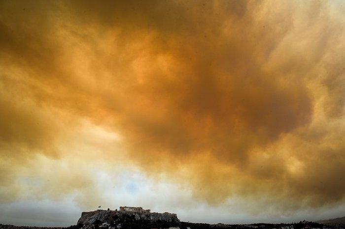 Οι καπνοί από την Κινέτα σκέπασαν την Ακρόπολη και το Σύνταγμα (φωτό) - εικόνα 3