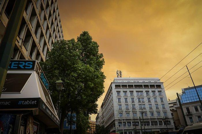 Οι καπνοί από την Κινέτα σκέπασαν την Ακρόπολη και το Σύνταγμα (φωτό) - εικόνα 4