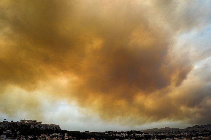 Οι καπνοί από την Κινέτα σκέπασαν την Ακρόπολη και το Σύνταγμα (φωτό) - εικόνα 5