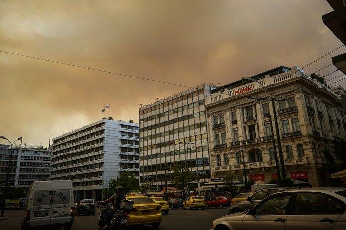 Οι καπνοί από την Κινέτα σκέπασαν την Ακρόπολη και το Σύνταγμα (φωτό) - εικόνα 6