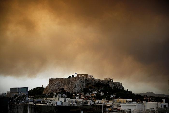 Οι καπνοί από την Κινέτα σκέπασαν την Ακρόπολη και το Σύνταγμα (φωτό) - εικόνα 7
