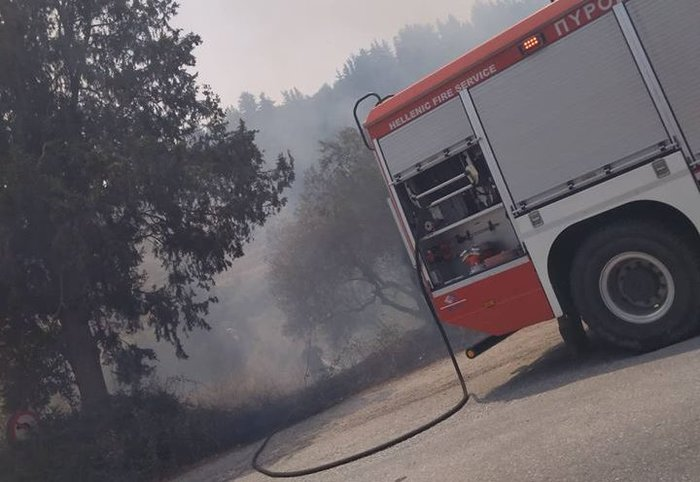 Ανεξέλεγκτη  φωτιά στα Χανιά, πνέουν δυνατοί άνεμοι ΕΙΚΟΝΕΣ - εικόνα 2