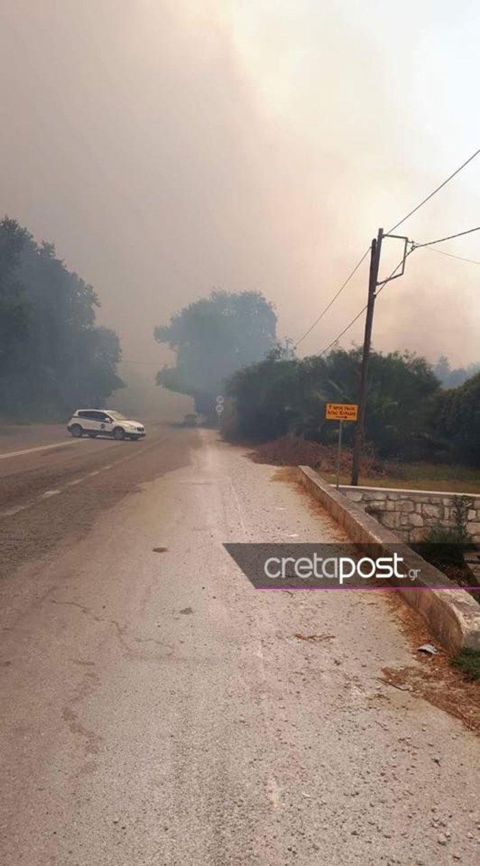 Ανεξέλεγκτη  φωτιά στα Χανιά, πνέουν δυνατοί άνεμοι ΕΙΚΟΝΕΣ - εικόνα 6
