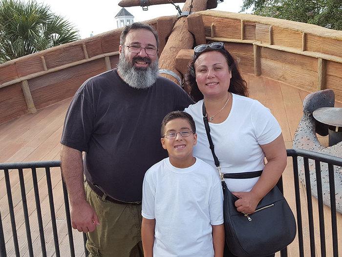 Ο Ουίλιαμ-Βασίλης με τους γονείς του