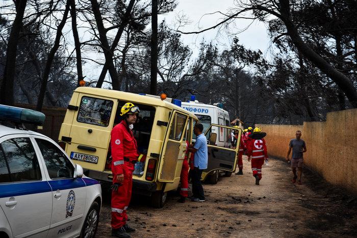 Ανείπωτη τραγωδία: Αγκαλιασμένοι κάηκαν ζωντανοί στην παραλία στο Μάτι