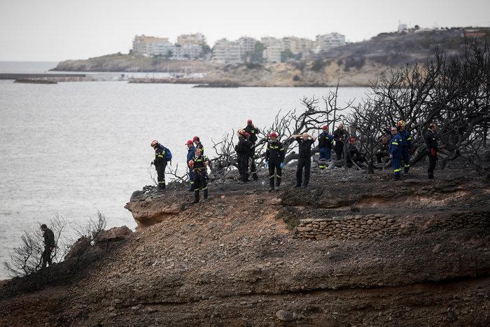 Ανείπωτη τραγωδία: Αγκαλιασμένοι κάηκαν ζωντανοί στην παραλία στο Μάτι - εικόνα 9
