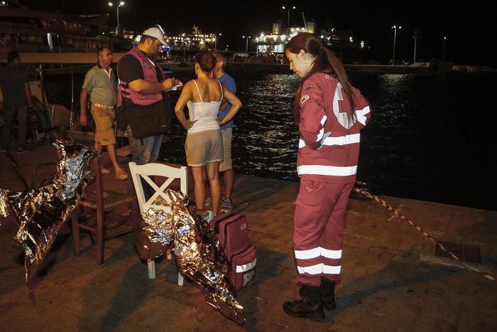 Το Λιμενικο και ιδιωτικά σκάφη απεγκλώβισαν 696 άτομα [φωτό]