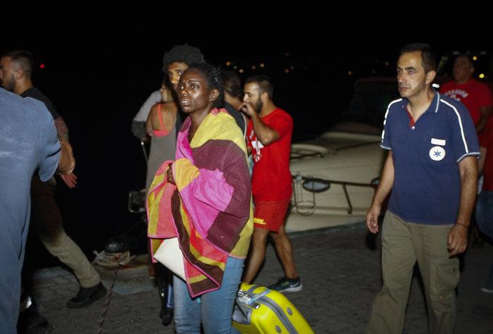 Το Λιμενικο και ιδιωτικά σκάφη απεγκλώβισαν 696 άτομα [φωτό] - εικόνα 2