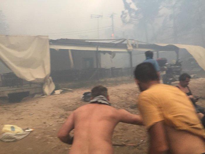 Σκηνές αποκάλυψης στις παραλίες της Ραφήνας με τη φωτιά - εικόνα 10