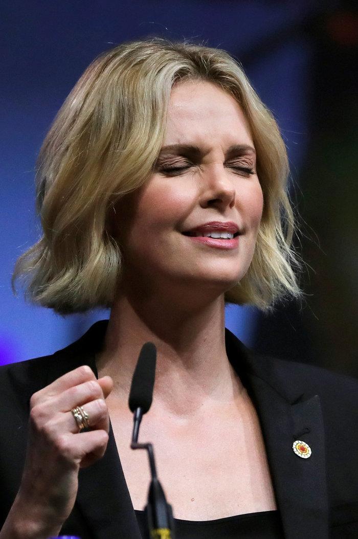 Σαρλίζ Θερόν: Τα δάκρυα της πανέμορφης ηθοποιού ενώ μιλούσε για το AIDS - εικόνα 2