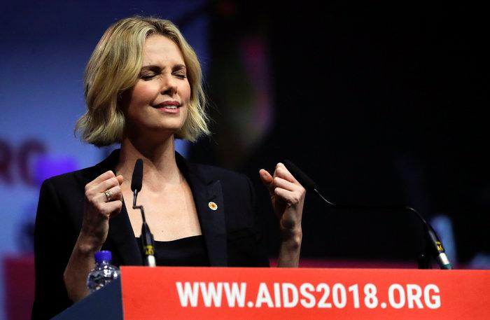 Σαρλίζ Θερόν: Τα δάκρυα της πανέμορφης ηθοποιού ενώ μιλούσε για το AIDS - εικόνα 4
