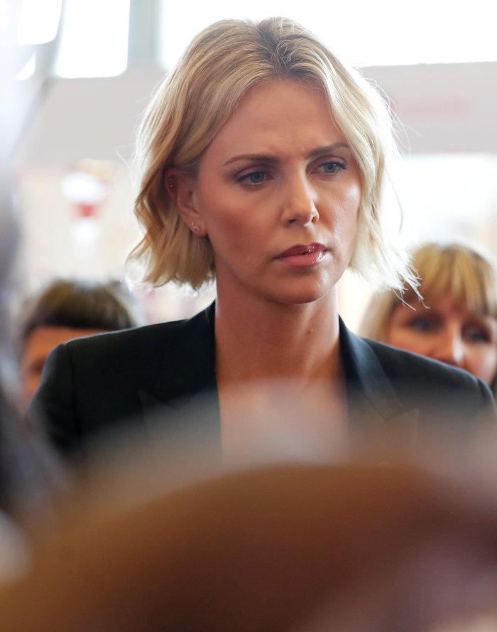 Σαρλίζ Θερόν: Τα δάκρυα της πανέμορφης ηθοποιού ενώ μιλούσε για το AIDS - εικόνα 5