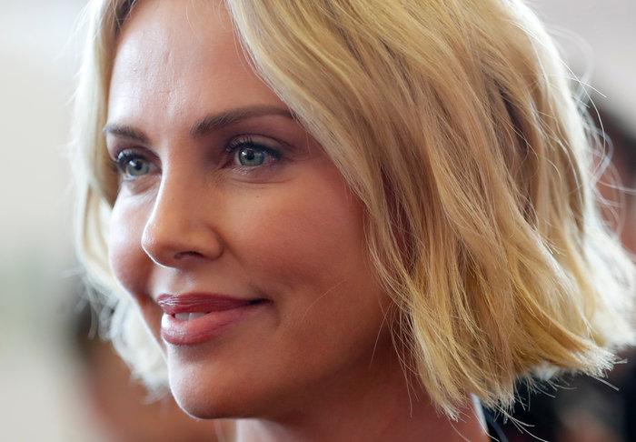 Σαρλίζ Θερόν: Τα δάκρυα της πανέμορφης ηθοποιού ενώ μιλούσε για το AIDS - εικόνα 7