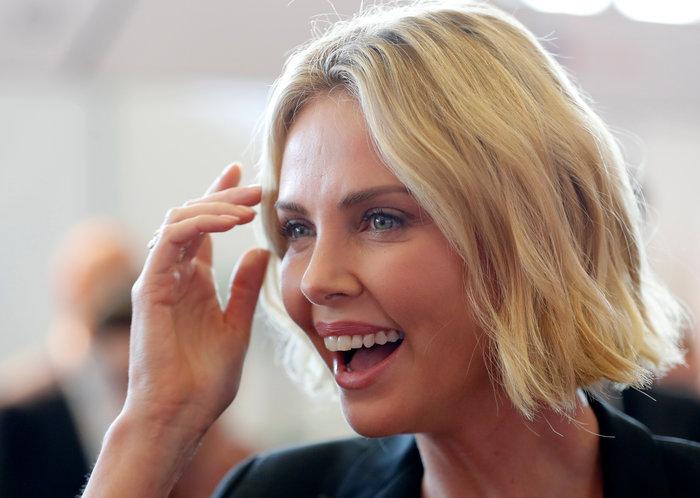 Σαρλίζ Θερόν: Τα δάκρυα της πανέμορφης ηθοποιού ενώ μιλούσε για το AIDS - εικόνα 8