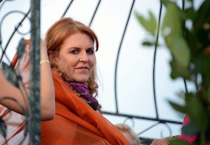 Σάρα Φέργκιουσον: Η πρώην νύφη της Ελισάβετ στο πλευρό των πληγέντων