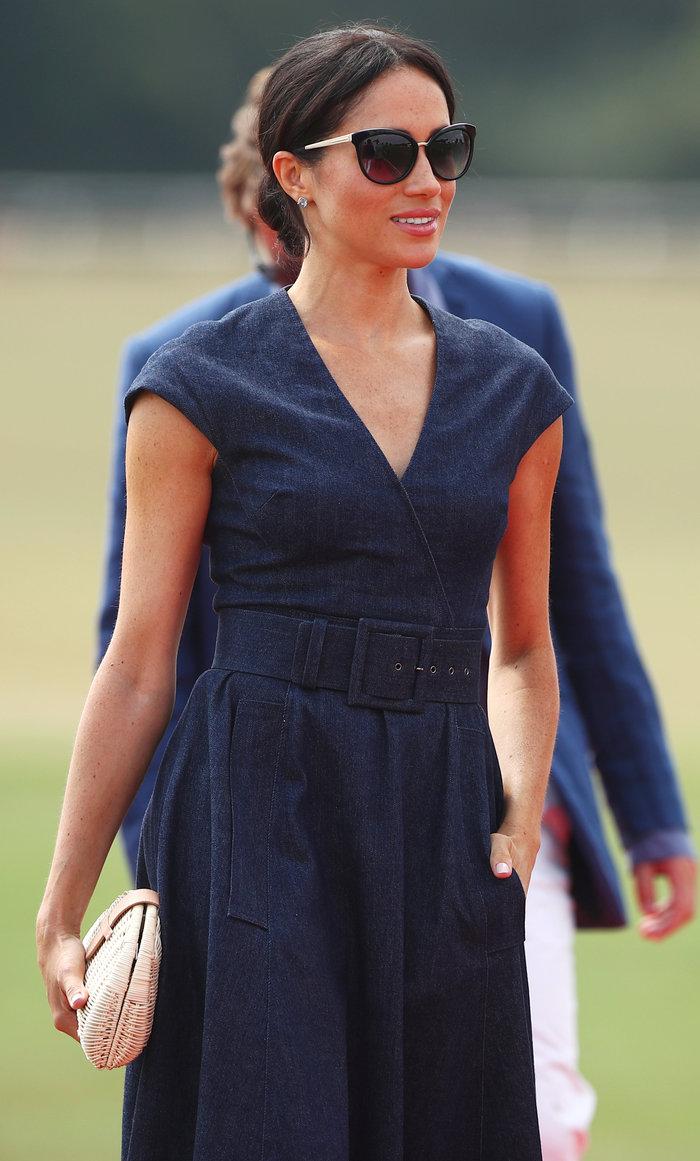 Υπάκουη στους κανόνες του παλατιού η Μαρκλ: Το κομψό vintage '50s φόρεμα - εικόνα 6