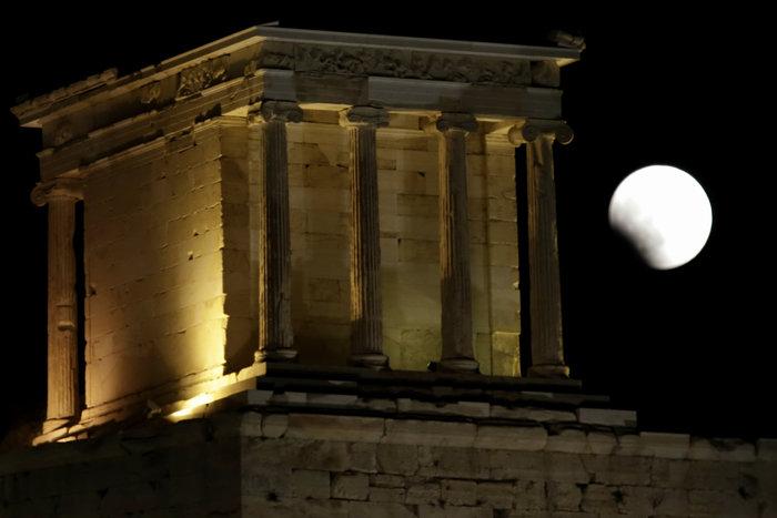Το «ματωμένο φεγγάρι» από τον ουρανό της Ελλάδας - εικόνα 2