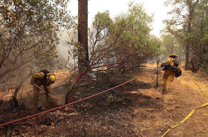 Μεγάλες φωτιές στην Καλιφόρνια: Πέντε νεκροί και 17 αγνοούμενοι