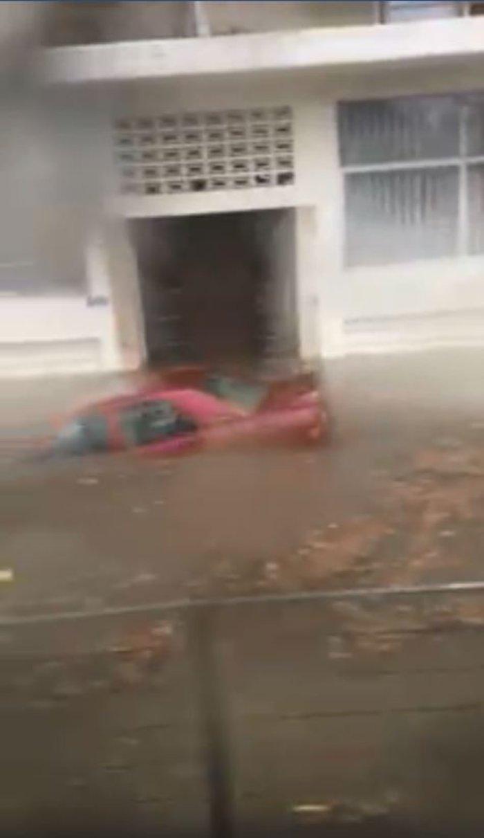 Τα αυτοκίνητα βούλιαξαν έξω από τον ηλεκτρικό σταθμό στον Περισσό [Βίντεο]