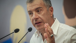 Θεοδωράκης: Να φύγουν οι εμπλεκόμενοι υπουργοί, γραμματείς, αρχηγοι