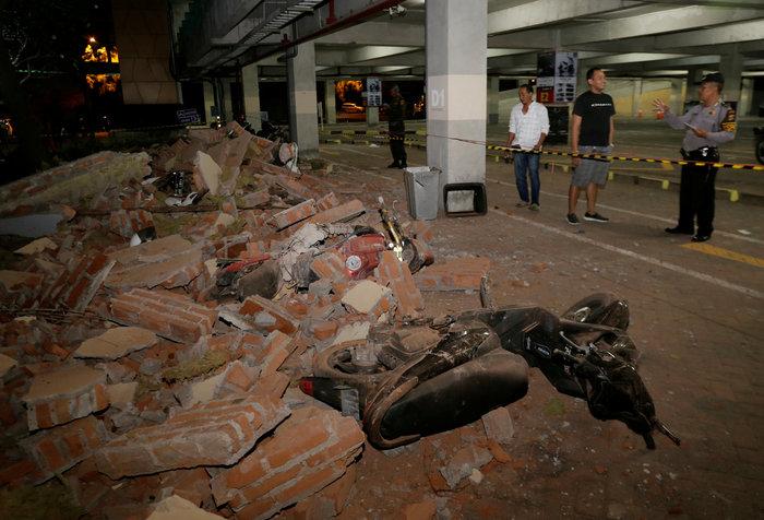Τουλάχιστον 22 οι νεκροί από το σεισμό στην Ινδονησία (φωτό) - εικόνα 2