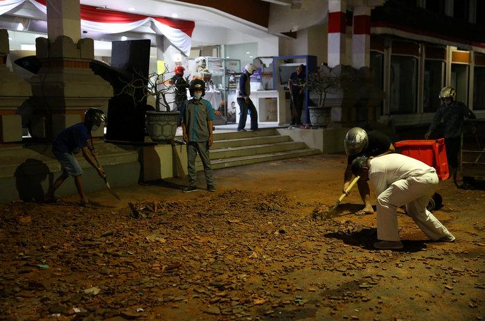Τουλάχιστον 22 οι νεκροί από το σεισμό στην Ινδονησία (φωτό) - εικόνα 3