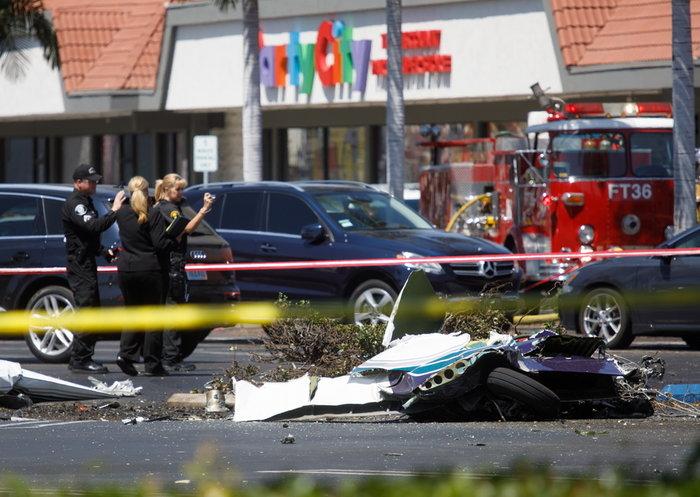 Αεροπλάνο έπεσε σε πάρκινγκ στις ΗΠΑ - Νεκροί οι 5 επιβάτες