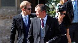Ξυπόλητος πρίγκιψ ο Χάρι: Η φωτό με τα τρύπια παπούτσια προκαλεί σχόλια