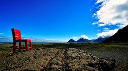 Το μυστήριο της... κόκκινης καρέκλας της Ισλανδίας