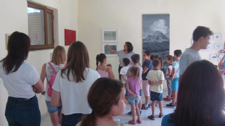 Τέχνη στα Τζουμέρκα -Μέσα σε ένα παλιό σχολείο