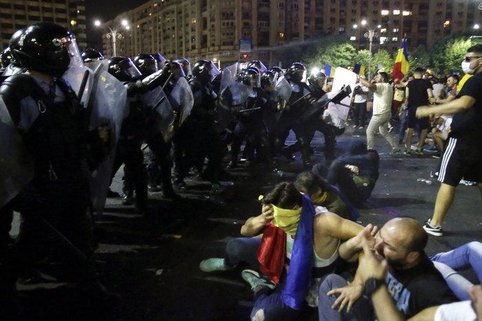 Εκατοντάδες τραυματίες σε βίαιες διαδηλώσεις στη Ρουμανία (φωτό) - εικόνα 2