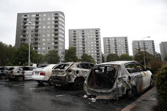 Πυρπολήθηκαν 100 αυτοκίνητα σε επεισόδια στο Γκέτεμποργκ (φωτό)