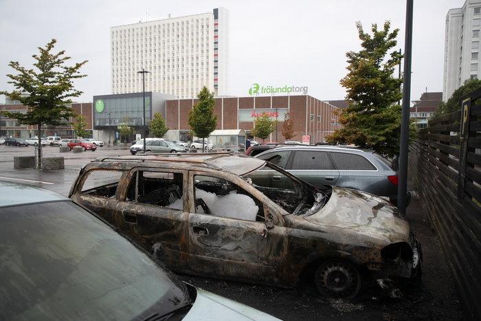 Πυρπολήθηκαν 100 αυτοκίνητα σε επεισόδια στο Γκέτεμποργκ (φωτό) - εικόνα 2