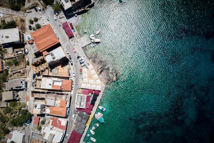 Μαγικές εικόνες: Τα κρυστάλλινα και διαφανή νερά του Γερολιμένα από ψηλά - εικόνα 11