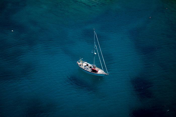 Μαγικές εικόνες: Τα κρυστάλλινα και διαφανή νερά του Γερολιμένα από ψηλά - εικόνα 12