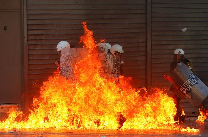 Reuters: Τα χρόνια των μνημονίων σε 40 συγκλονιστικές εικόνες - εικόνα 2