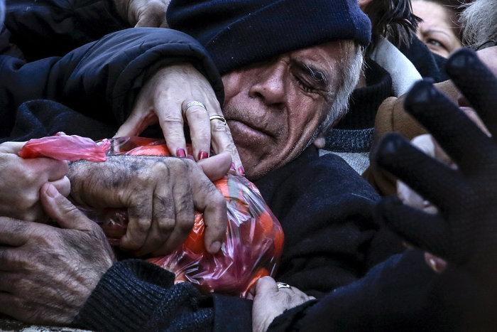 Reuters: Τα χρόνια των μνημονίων σε 40 συγκλονιστικές εικόνες - εικόνα 4