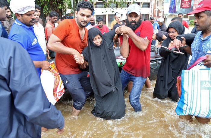 Φονικές πλημμύρες στην Ινδία με 357 νεκρούς