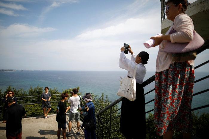 Νοτιοκορεάτες είδαν για πρώτη φορά συγγενείς τους στη Β. Κορέα [φωτό] - εικόνα 4