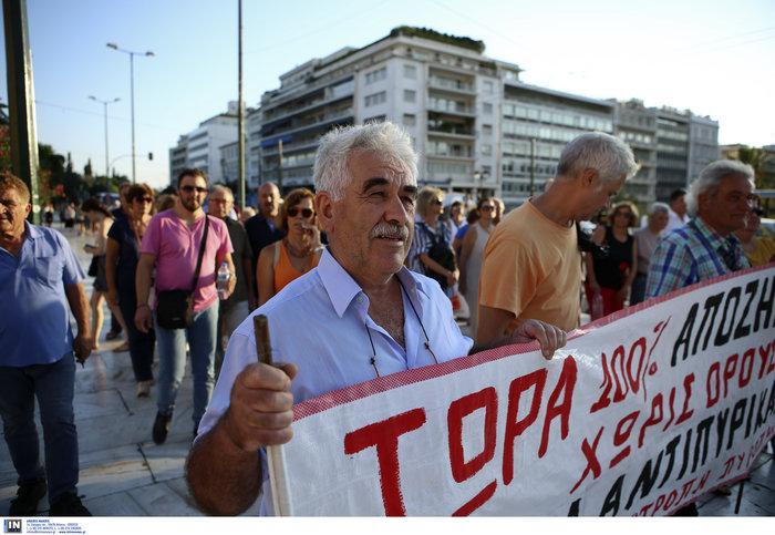 Συγκέντρωση διαμαρτυρίας πυροπλήκτων της Ανατ. Αττικής σε Βουλή - Εικόνες
