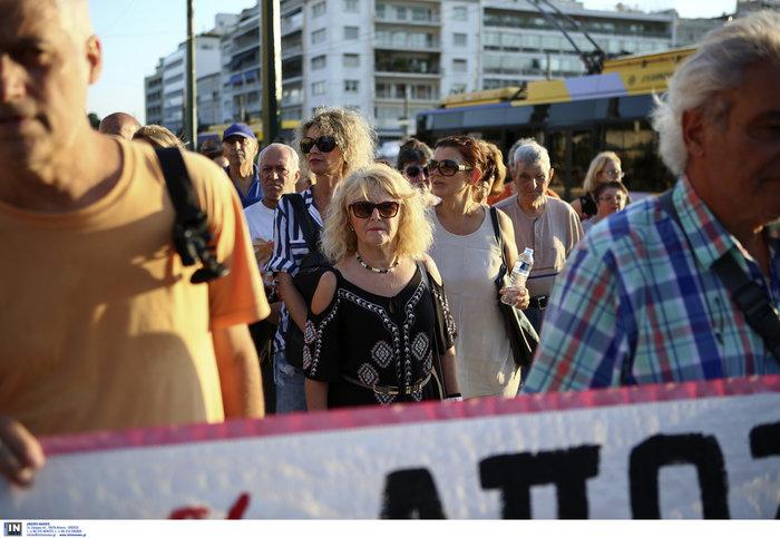 Συγκέντρωση διαμαρτυρίας πυροπλήκτων της Ανατ. Αττικής σε Βουλή - Εικόνες - εικόνα 3
