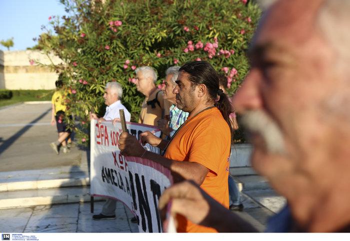 Συγκέντρωση διαμαρτυρίας πυροπλήκτων της Ανατ. Αττικής σε Βουλή - Εικόνες - εικόνα 4