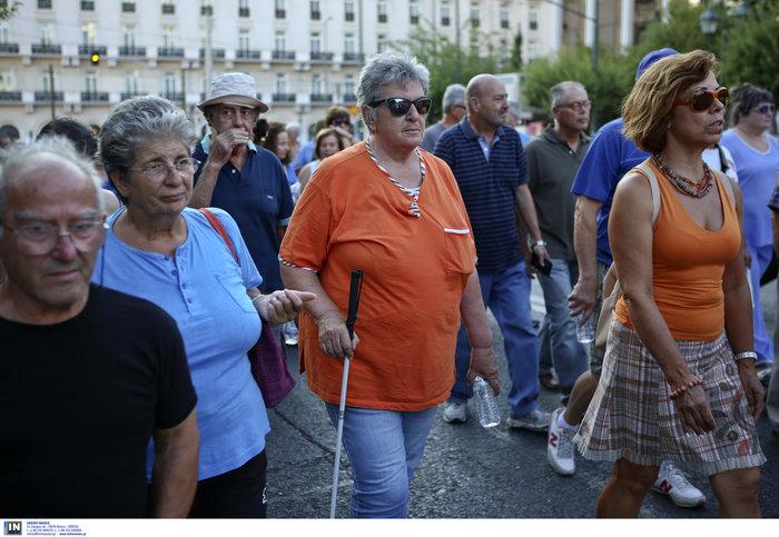 Συγκέντρωση διαμαρτυρίας πυροπλήκτων της Ανατ. Αττικής σε Βουλή - Εικόνες - εικόνα 6